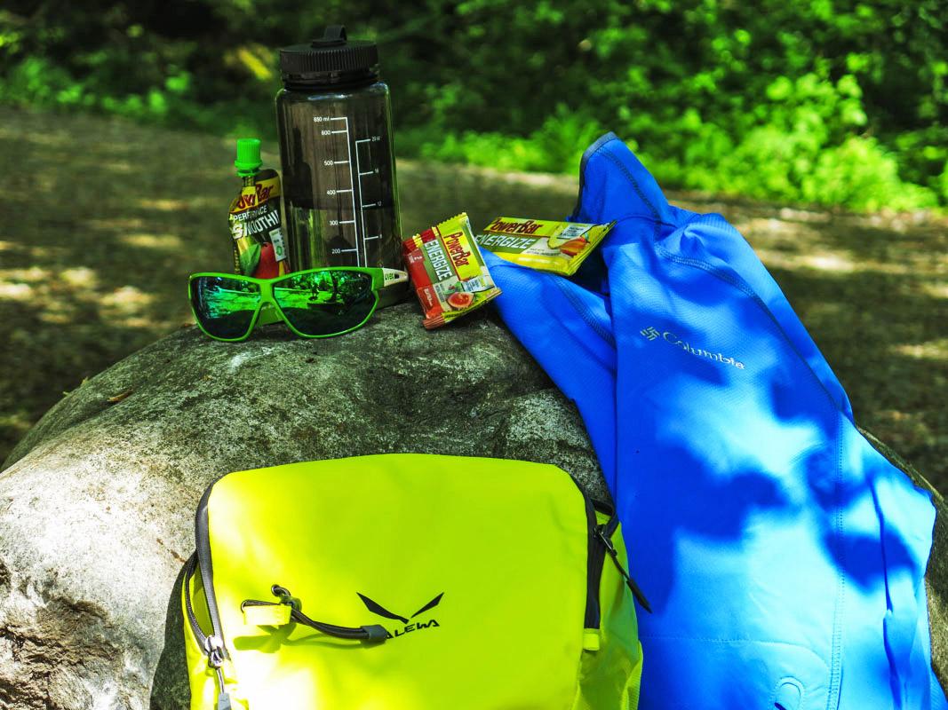 Da die meisten Klettersteige schöne Tagestouren sind, ist die zusätzliche Ausrüstung noch gut überschaubar