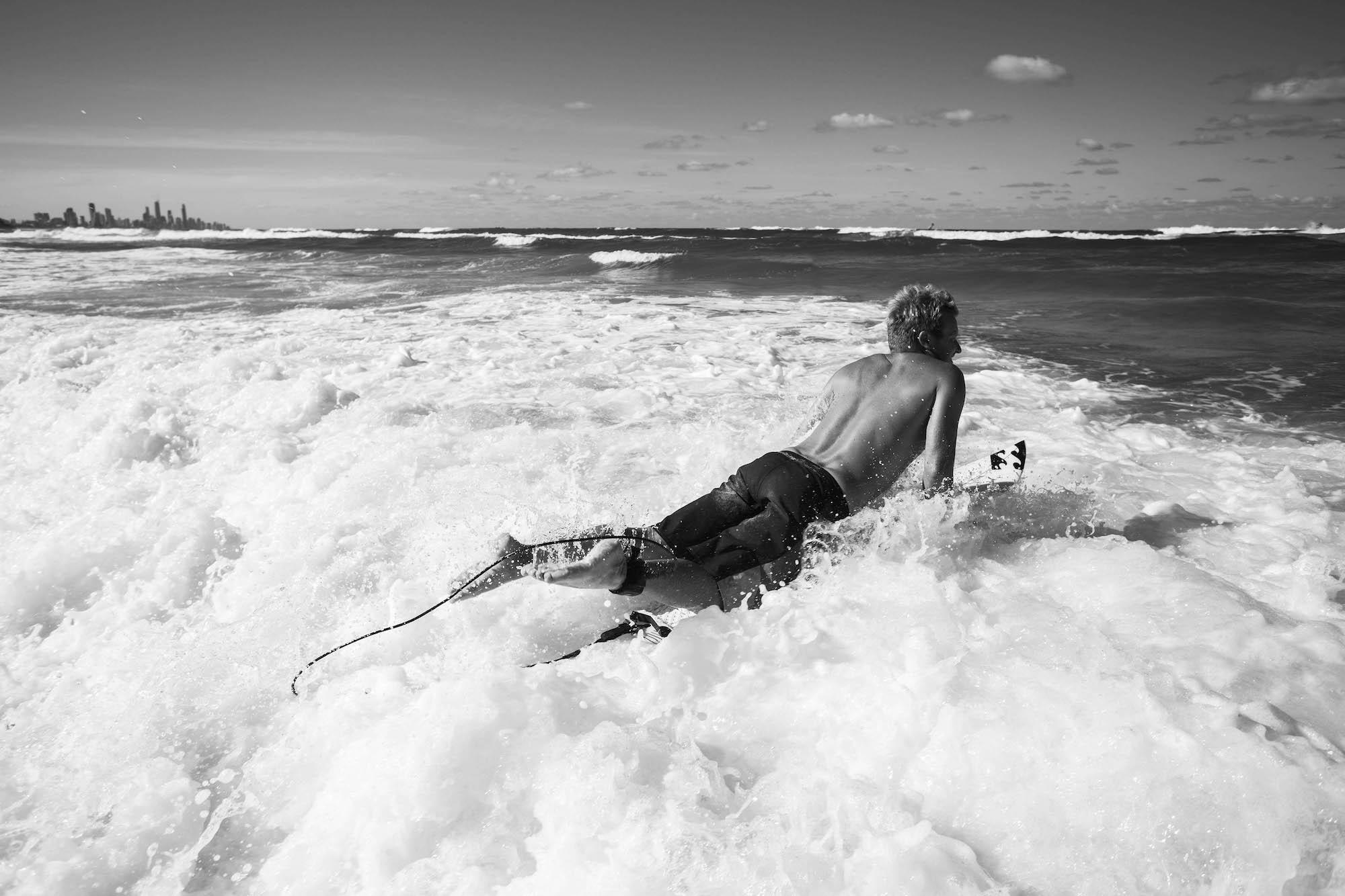 In der Welle stört die Leash nicht weniger als eine konventiuonelle Leine