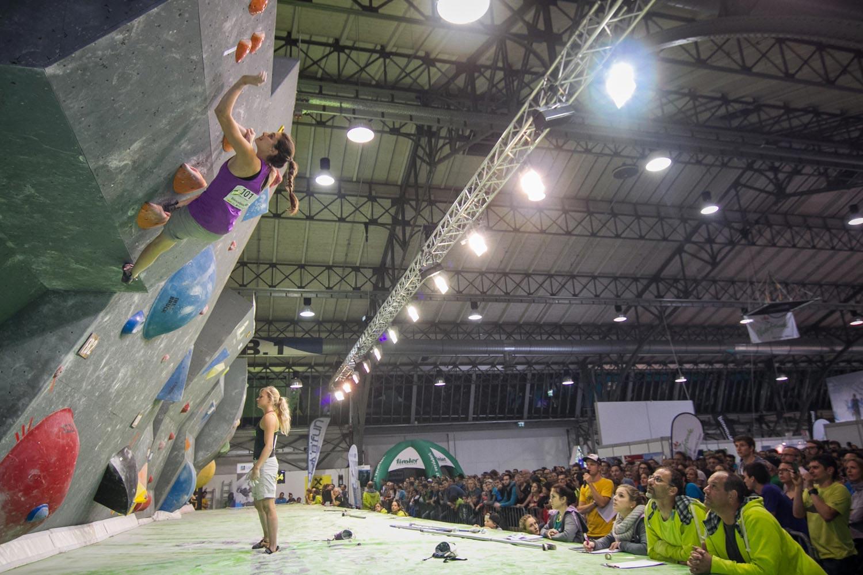 Wettkampfstimmung bei der BlocAlpin Bouldermeisterschaft