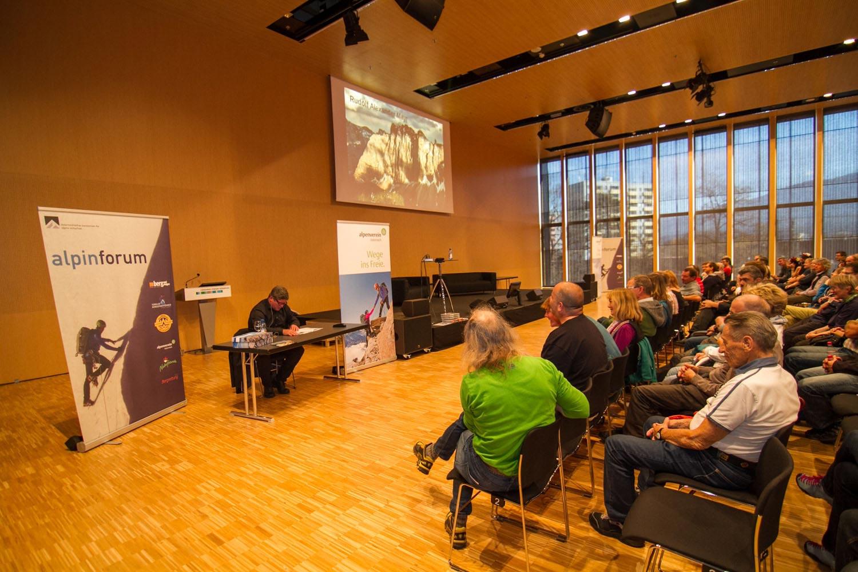 Es gibt nicht nur neue Produkte, sondern auch jede Menge Vorträge, Workshops, Ausstellungen auf der Alpinmesse Innsbruck