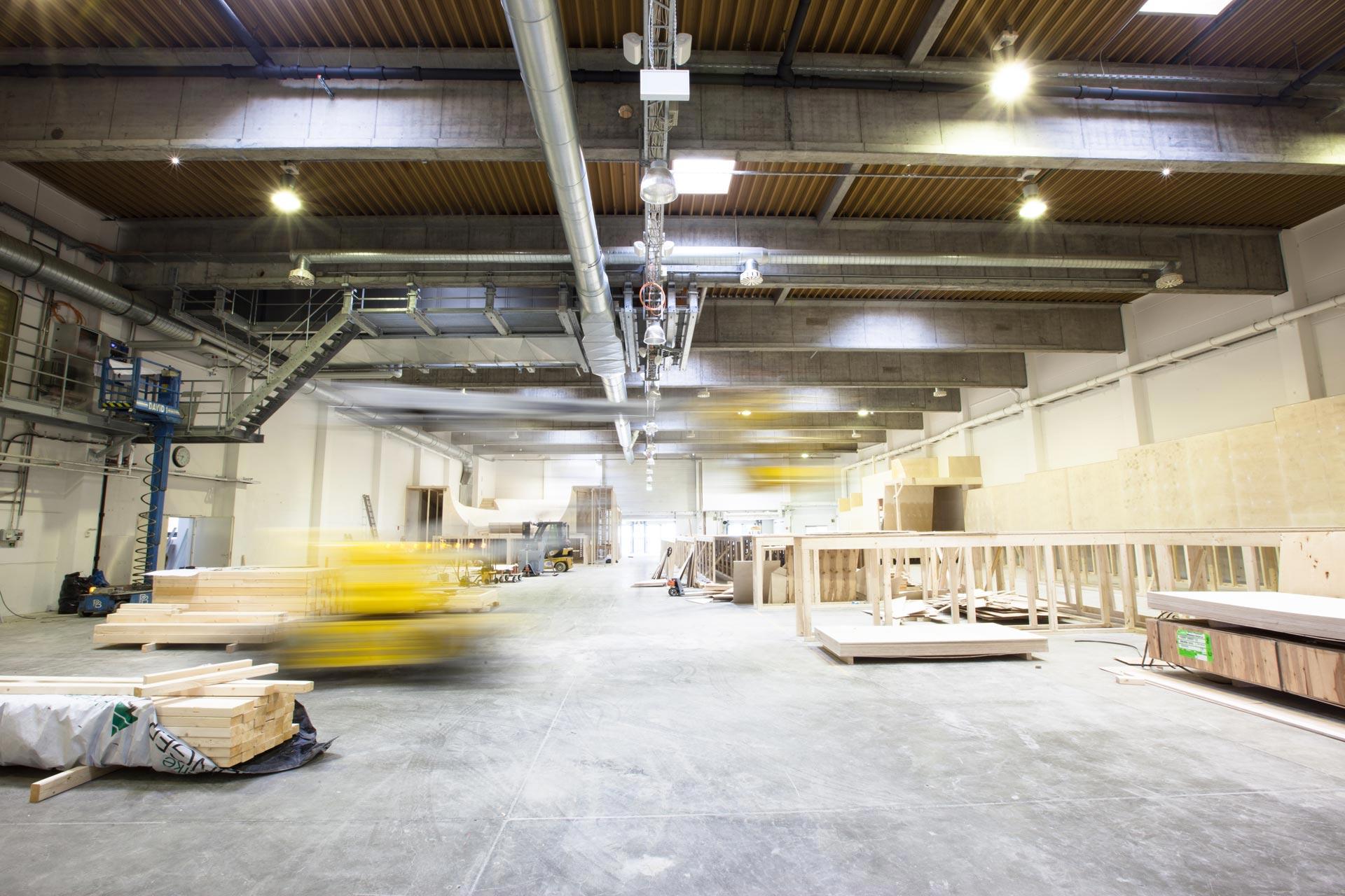 Mit Hochdruck wird an der Fertigstellung des Innenausbaus im GravityLab gearbeitet.