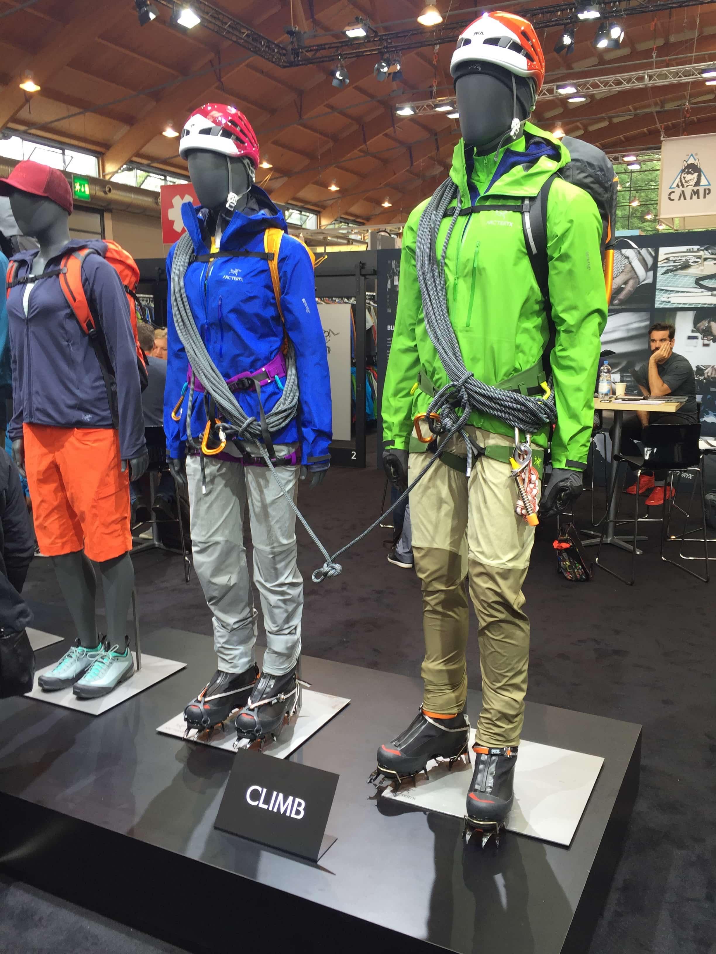 Natürlich darf die passende Outerwear für hochalpines Gelände nicht fehlen. (Credit: Chris Neumann)