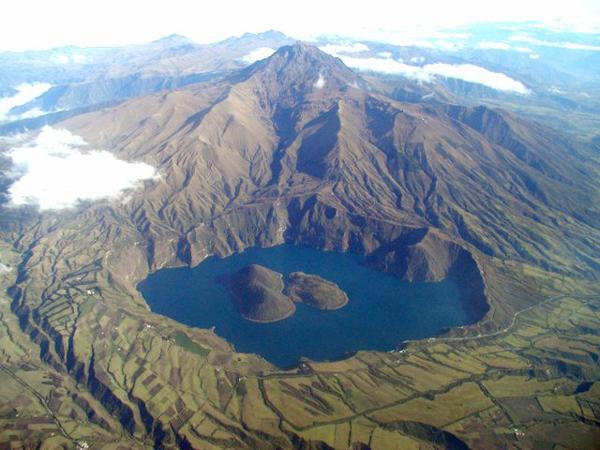 Die Cuicocha-Kraterlagune am Hang des Cotacachi-Vulkans (Quelle: Patricio Ramon)