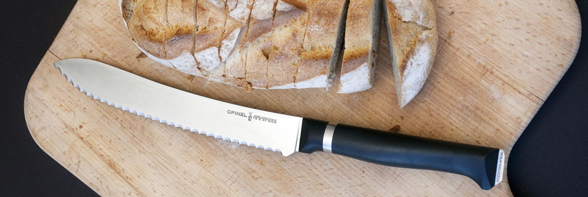 Die Produktpalette umfasst heute auch eine ganze Reihe an Küchenmessern, wie das Brotmesser N°216| Foto: opinel.com