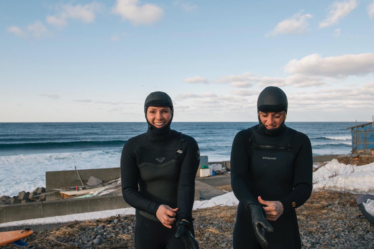 Booties, Handschuhe, Hauben und ein dicker Neo sind Pflicht für eine Surf-Session im Norden Hokkaidos
