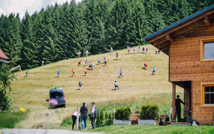 Mit dem Sprinter zum Spielfeld. (Source: MyVan.com)