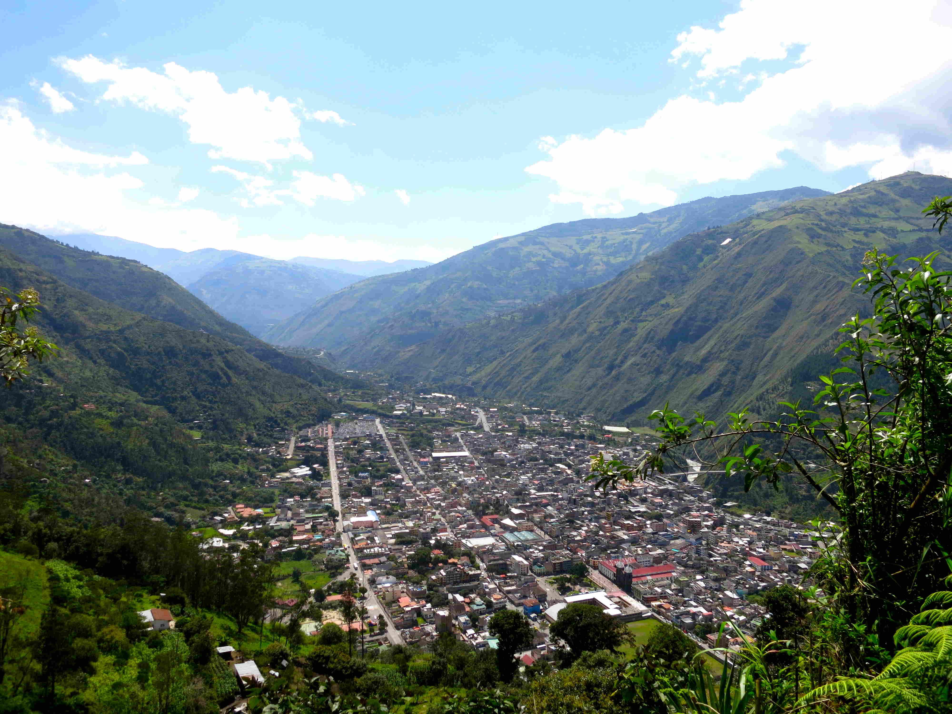 Panorama-Blick auf Baños (Foto: Elisabeth Vollinger)