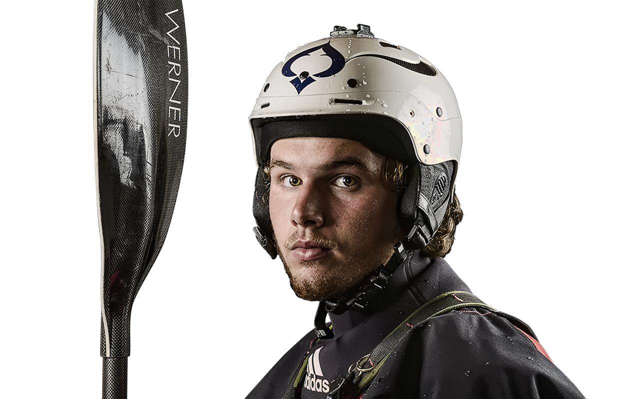 Adrian Mattern such mit seinem Kayak nach immer neuen Herausforderungen | © adidas