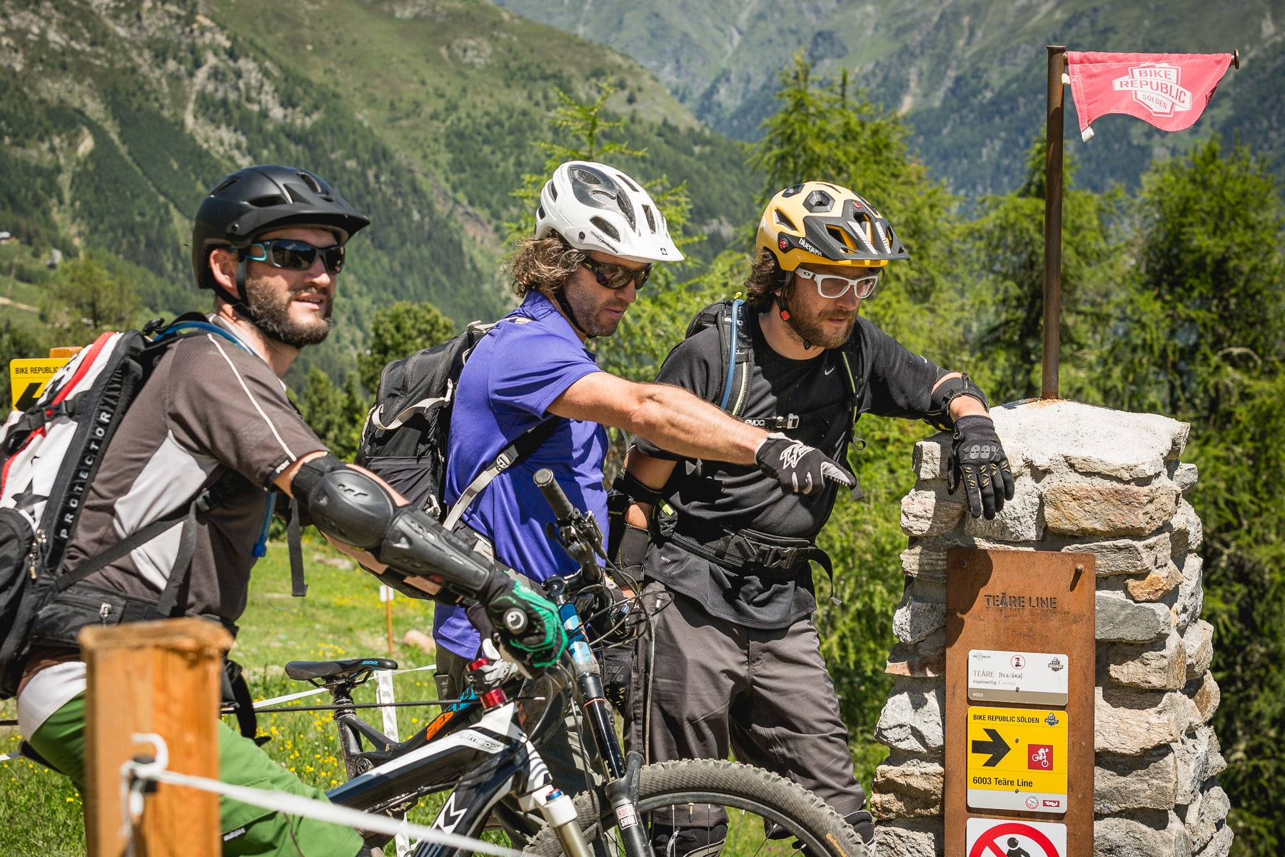 Unter Anleitung fahrt ihr die Trails gleich doppelt sicher. (Source: risk'n'fun)