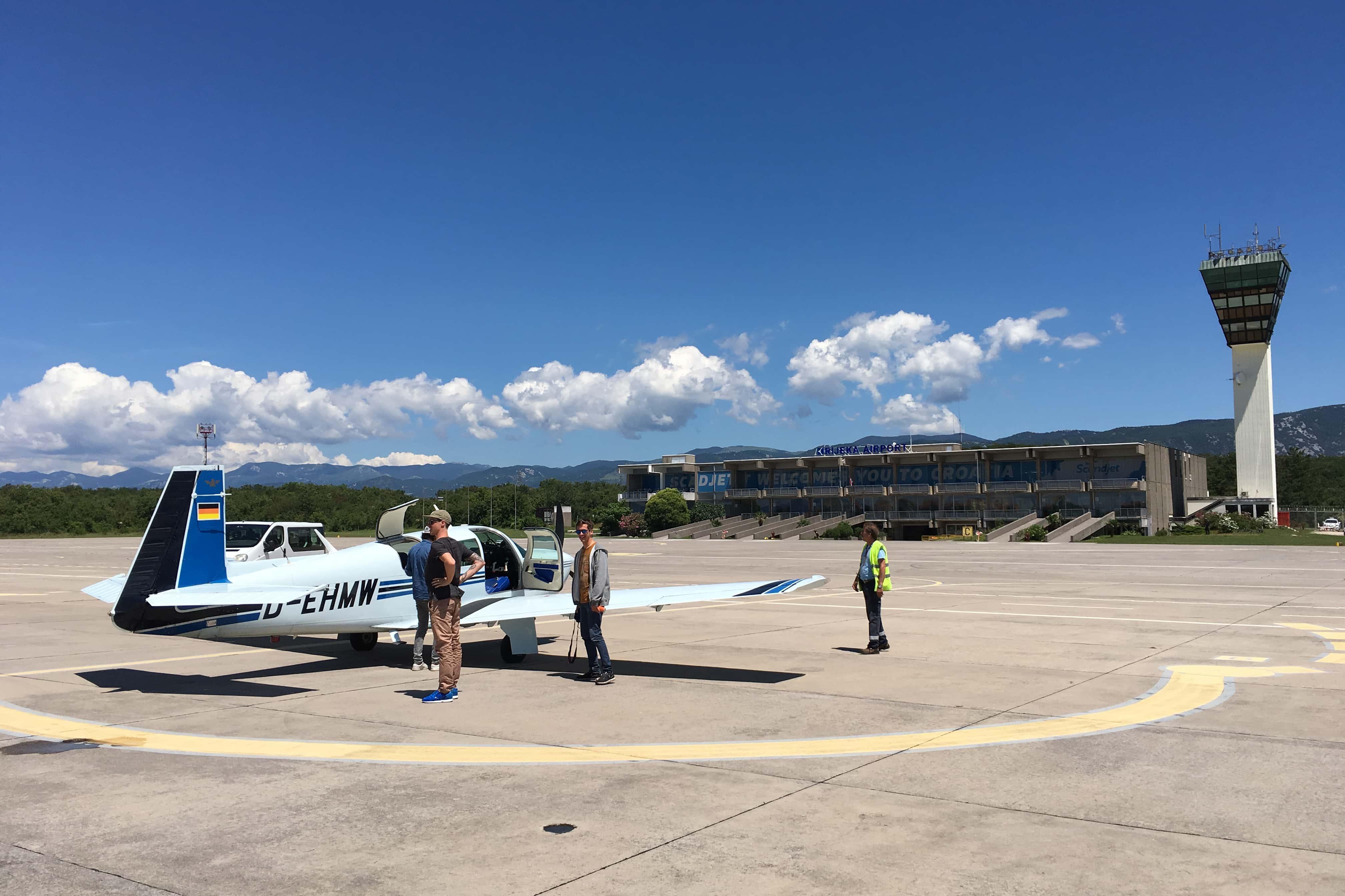 Die Crew kurz vor dem Start in Richtung Kroatien. Hier war noch nichts von den Wetterkapriolen zu erkennen. (Foto. Sven Kueenle)