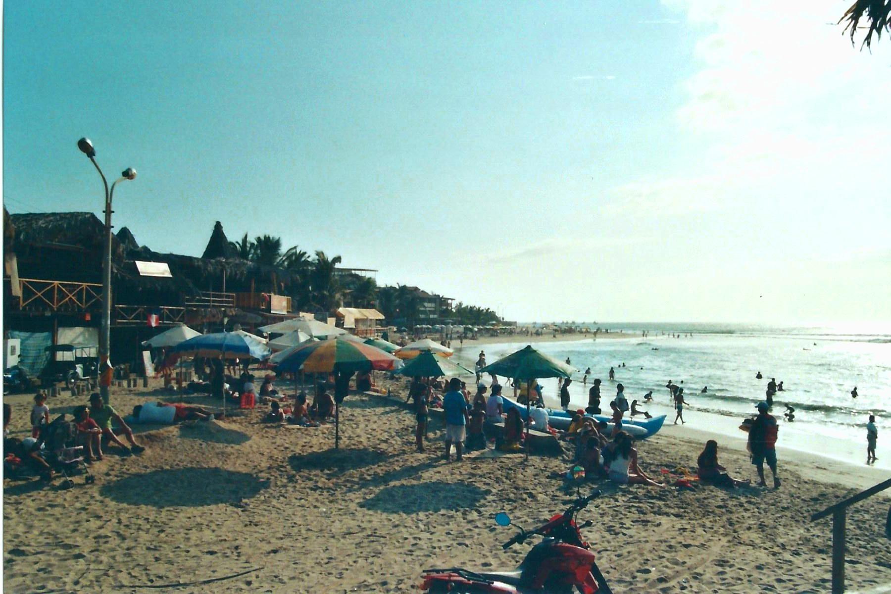 Surf-Paradies Máncora - erstmal an den Strand!