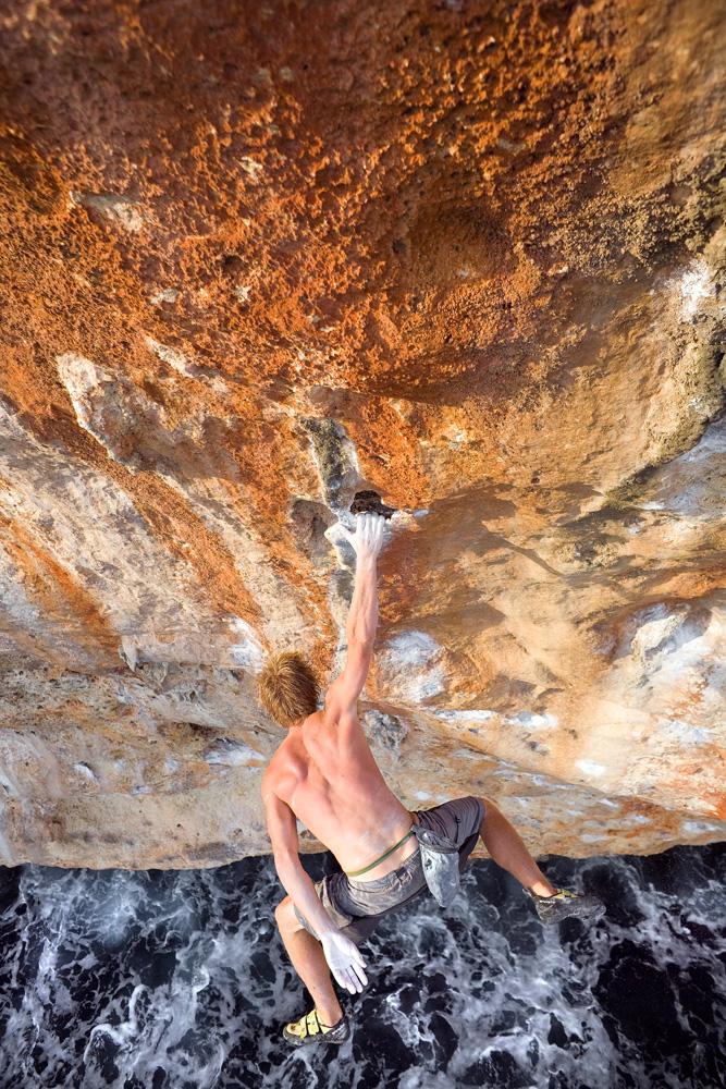 Freiheit: keine Sicherung, keine Route, es gibt nur den Felsen und dich. Psicobloc ist die reinste Form des Kletterns.