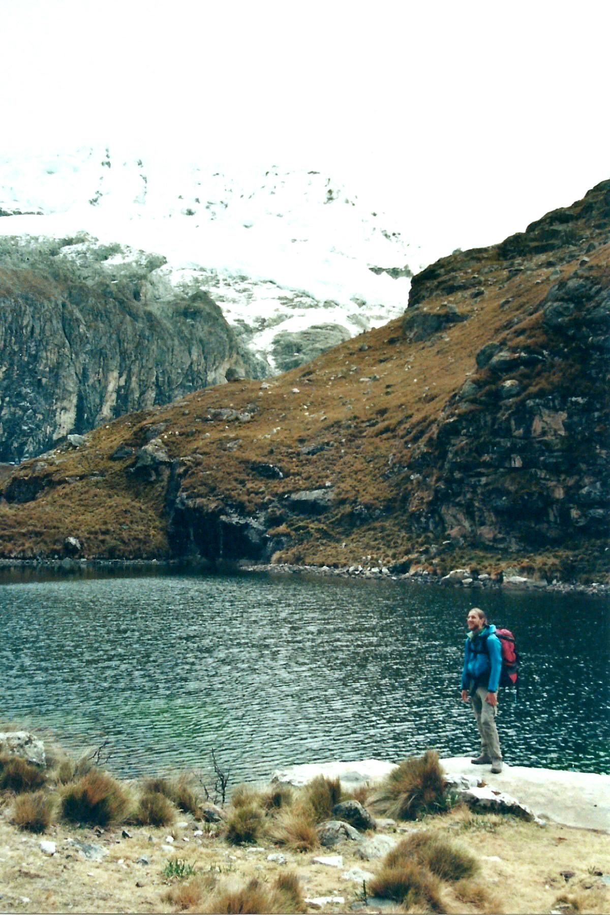Auf der Wanderung kommen wir an Wasserfällen und kleinen Seen vorbei