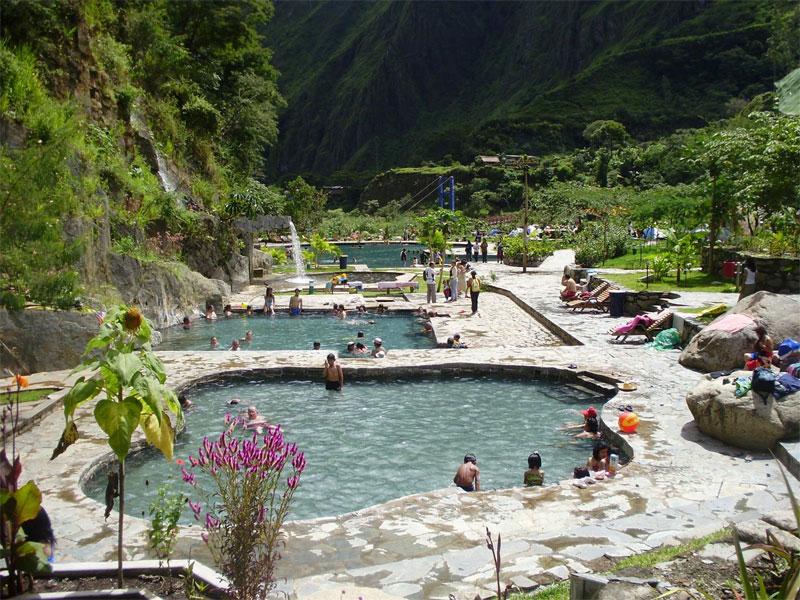 Das Thermalbad ist direkt in der Natur gelegen