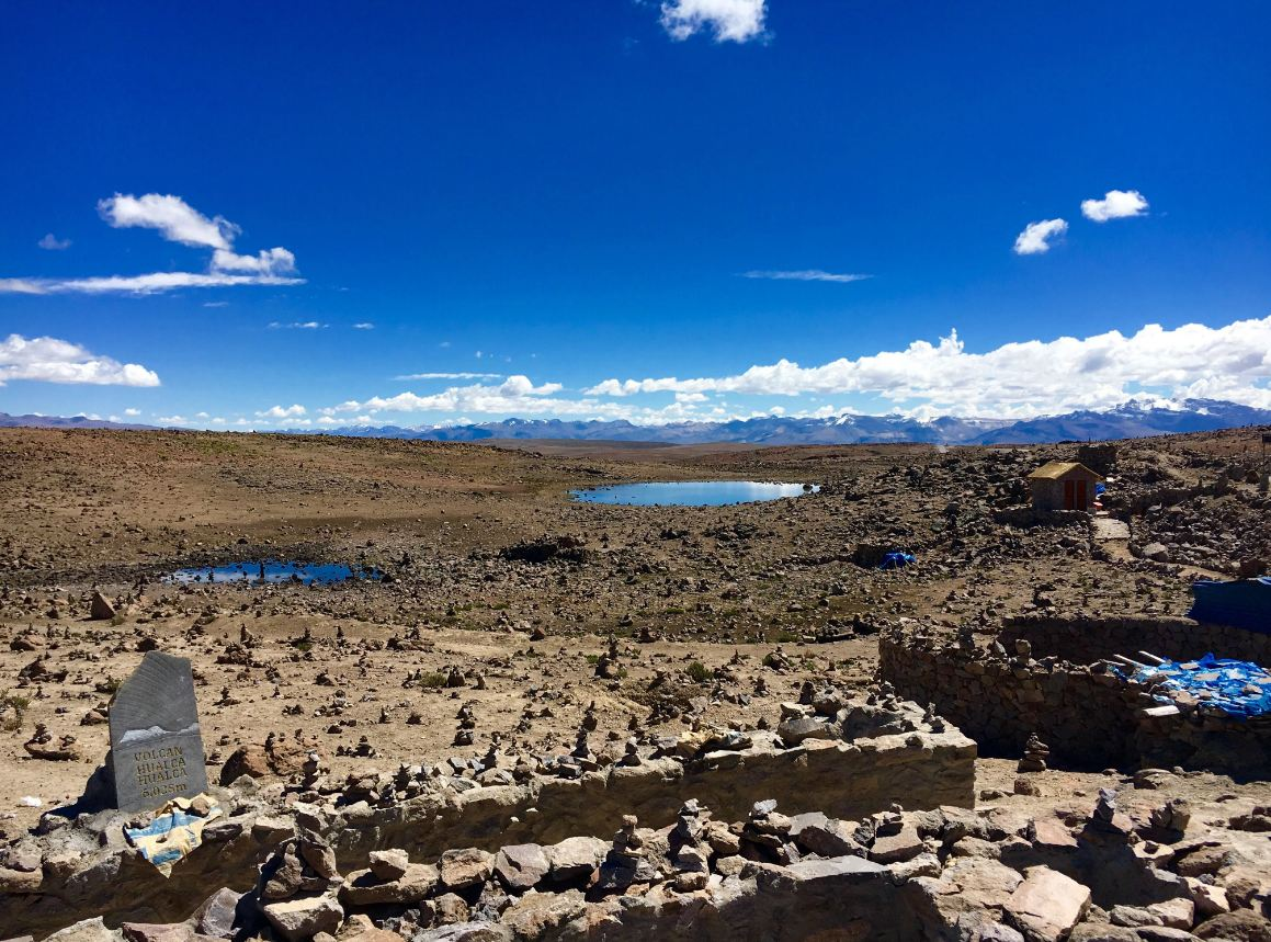 Auf dem Weg zum Colca-Tal fahren wir durch bizarr-schöne Landschaften