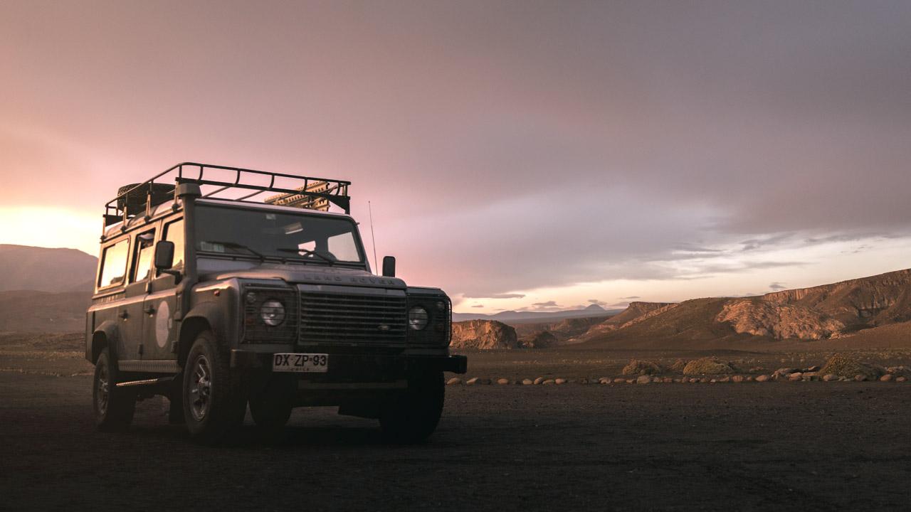 Auf Fels und Sand kommt man am besten mit dem Jeep voran.