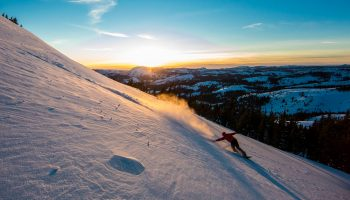 oneill_jeremy_jJeremy Jones – Powder am lake Tahoeones_trip_of_a_lifetime_wlak_on_powder_lake_tahoe-10
